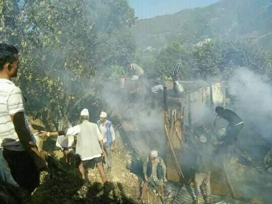 दोलखाको पवटीमा आगोलागी, दुई घर जलेर नष्ट