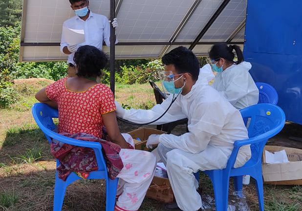 पवटीका कोरोना संक्रमितहरुको स्वास्थ्य परिक्षण